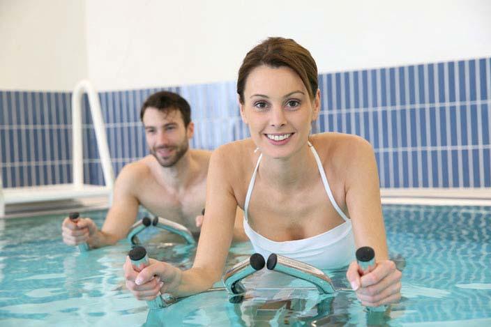 Jeder kann seine Belastung beim Aqua Cycling enntsprechend anpassen