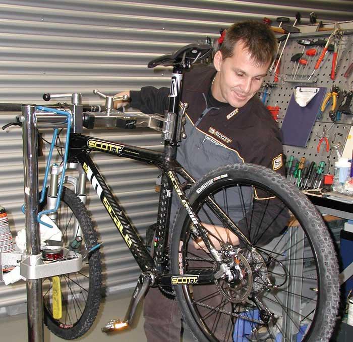 Überprüfung der Schaltung durch einen Mechaniker