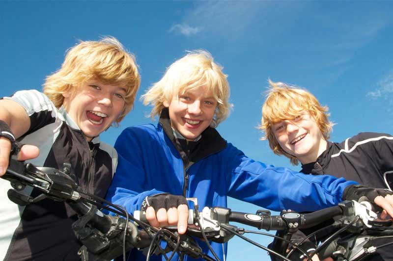 Jugendliche Mountainbiker