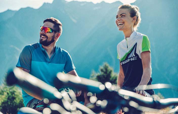 Radfahren kann man alleine oder in der Gruppe