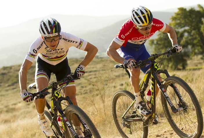 Mountainbiker beim Sprinten
