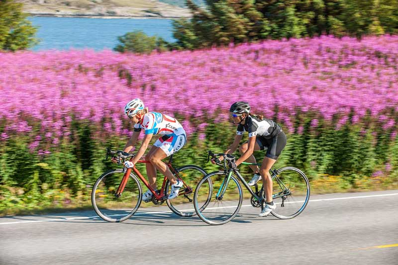 Rennradfahrerinnen trainieren den Runden Tritt