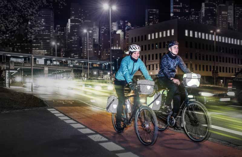 Reflektoren auf Fahrradtaschen erhöhen die Sicherheit